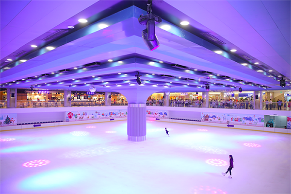 Sân băng tự nhiên lớn nhất Việt Nam Vincom Ice Rink rộng gần 2.000m2 tại toà tháp cao nhất Việt Nam The Landmark 81