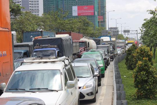 Đường Mai Chí Thọ (quận 2, TP HCM) chịu áp lực giao thông rất lớn, nên việc ứng vốn để đẩy nhanh tiến độ đoạn Vành đai 3 đi qua TP là thực sự bức thiết