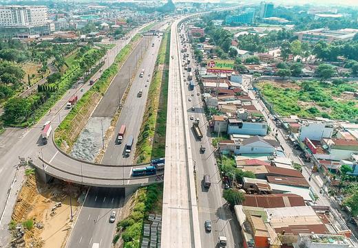 nút giao thông hầm chui ĐH Quốc gia